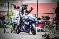 正在训练的摩托车赛车手图片_12张