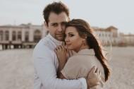 拥抱在一起的情侣图片_12张