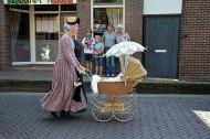 荷兰传统的婴儿车图片_9张