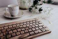 木制键盘的特写图片_15张