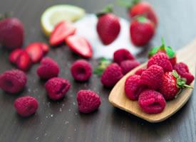 树莓又名覆盆子 酸甜可口,营养丰富而全面