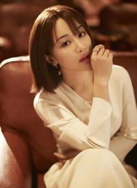 杨紫粉色西装温柔帅气写真图片