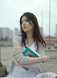 刘亦菲完全就是言情小说里的初恋女主角本人吧