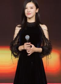 杨子珊丝绒礼服活动图片:优雅别致的美丽