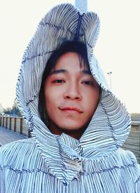 吴青峰旅行自拍照图片
