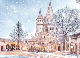 布达佩斯的冬季 雪花飘落像童话世界一样