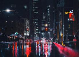街上的路灯多半是暖色调的大概是为了温暖每一个晚归的人吧