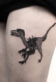 黑灰卡通的小恐龙纹身图片赏析