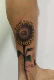 好看的一组向日葵花朵纹身图片