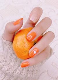 一组满满活力少女感的橙色美甲图片欣赏