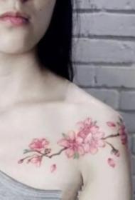 15组女孩都爱的锁骨小清新纹身图案