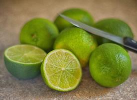 柠檬微酸,甜了青春,醉了红尘,颠沛了浮生