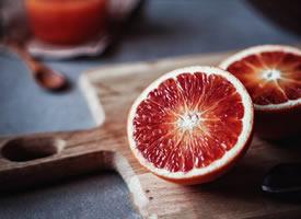 血橙看起来非常诱人,像一颗颗艳丽的红宝石