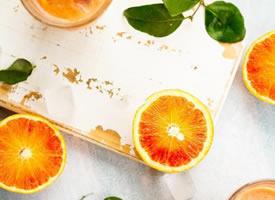 橙子入口酸甜,充沛的汁液盈满唇舌,美味到了极致