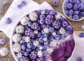 蓝莓果,一个个蓝盈盈的薄皮、珠光宝气