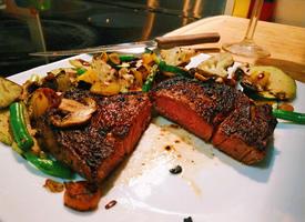 肉滑溜醇香,肥而不腻,食之软烂醇香的牛排