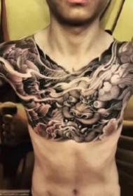 适合男士的9张帅气大花胸纹身作品图案