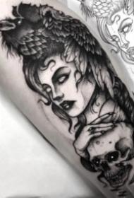 欧美风格的暗黑色点刺纹身作品9张