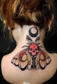 一组school风格的飞蛾纹身图案