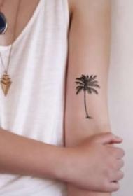 小清新的9张黑色椰子树纹身图案