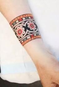 精致的oldschool风格的纹身手环图