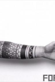 纹身黑色  部落气息浓厚的黑色图腾纹身图案