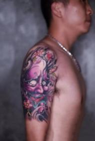 大臂上的9张好看纹身作品图片