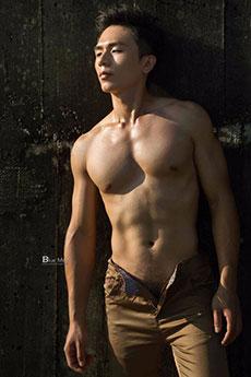 体育系健身肌肉帅哥澤澤性感半裸写真照片