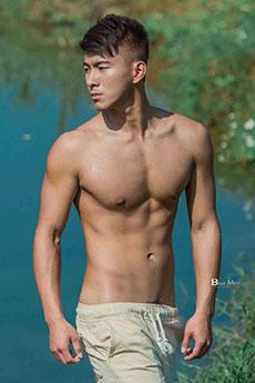 中国肌肉男模帅哥SHIN信户外性感艺术摄影写真图片