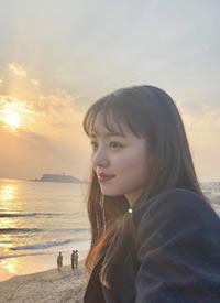 黑发+齐刘海的女生会显得很甜
