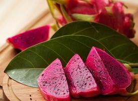 果肉有白色、紫红色的火龙果图片欣赏