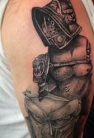 铁血战士纹身  身姿英勇而又潇洒的铁血战士纹身图案