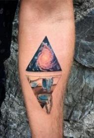 三角形纹身图  9组设计感十足的几何三角形创意纹身图案