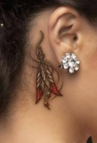 女生耳朵后面的小清新耳根纹身作品