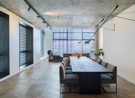 Sandra Robles Boesler:工业风公寓