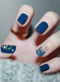 经典的蓝色系美甲,特别清爽的夏日海风感