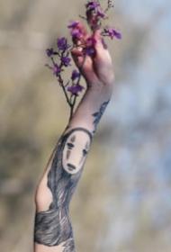 千与千寻里的一组无脸男纹身图片