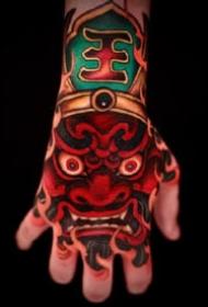 手背传统纹身 9张大胆浓郁的传统唐狮等手背纹身图案