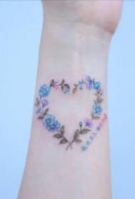 简约手腕小纹身 手腕处9张不显眼的小清新纹身图片