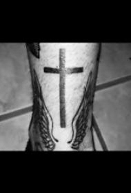 十字架纹身图案 10组形态各异的十字架纹身图案