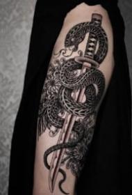 霸气黑灰纹身 帅气的9组大面积黑色点刺纹身图案