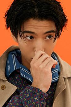 日本明星帅哥贺来贤人自拍照图片