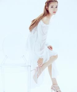 叶子淇白色连衣裙仙气十足写真图片