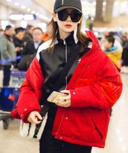 戚薇性感时尚机场图片