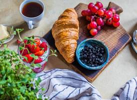 一组美味的早餐牛角包图片欣赏