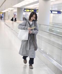 郑爽机场素颜唯美写真图片