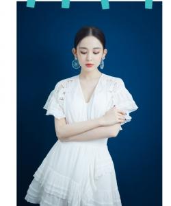 古力娜扎《喜欢你我也是》白裙剧照图片