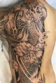 半背纹身 9张帅气的半背的纹身作品图案