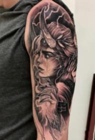 包臂女郎纹身  黑灰色的9款包臂女郎纹身作品图片