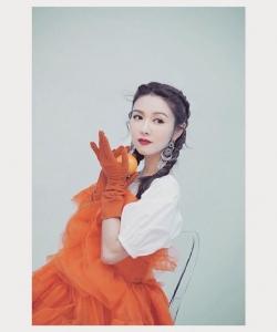 薛凯琪红裙性感写真图片